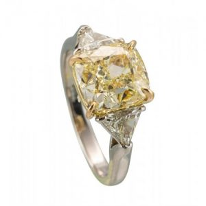 ESTATE PLATINUM AND 18KT YELLOW GOLD AND YELLOW AND WHITE DIAMOND ENGAGEMENT RING