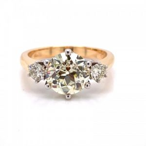 14KT YELLOW GOLD THREE-STONE ROUND DIAMONDS RING