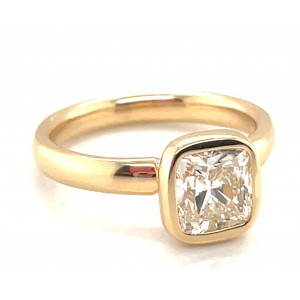 Gumuchian 18kt Yellow Gold Bezel-set Cushion Diamond Solitaire Engagement Ring