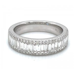 18kt White Gold Baguette And Round Diamonds Ring