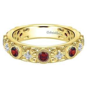 Gabriel & Co. 14kt Yellow Gold Garnet And Diamond Ring