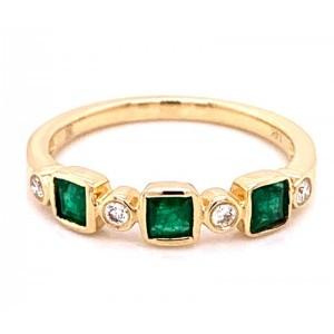 14kt Yellow Gold Bezel-set Emerald And Diamond Ring