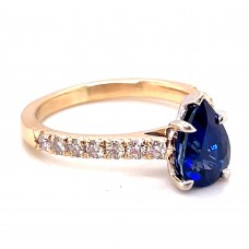 Estate 14kt Yellow Gold Pear Shaped Sapphire And Diamond Ring